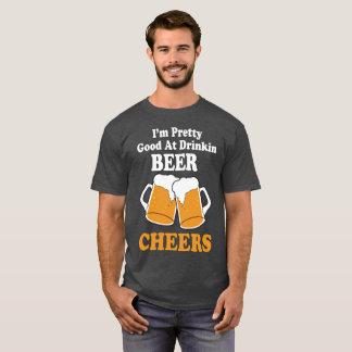 飲むビールTシャツのOktoberのFestのかわいらしいよい Tシャツ