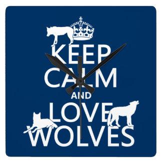 飼って下さい平静および愛オオカミ(どの背景色でも)を スクエア壁時計