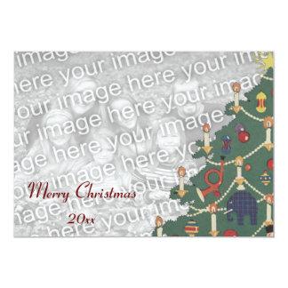 飾られた木のまわりのヴィンテージのクリスマスの子供 カード