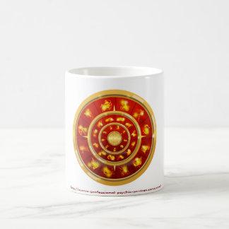 飾られた(占星術の)十二宮図のマグ コーヒーマグカップ