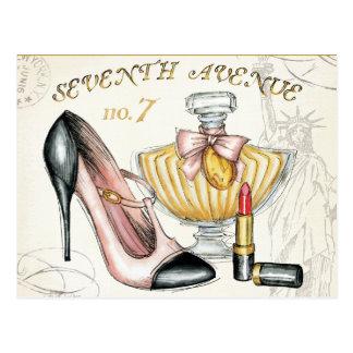 香水、赤い口紅およびハイヒールの靴 ポストカード