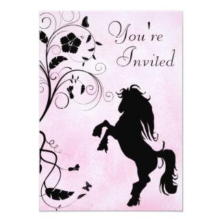 馬および花のピンクの誕生日の招待状の養育 カード