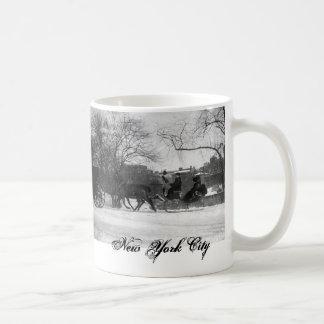 馬が引くそりNYCのマグ コーヒーマグカップ