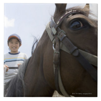 馬に乗っている男の子 タイル