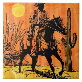 馬に乗ってカウボーイの乗馬砂漠で タイル