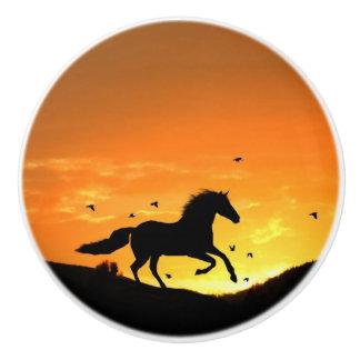 馬のノブおよび引きを走るおもしろい セラミックノブ