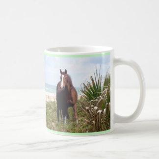 馬のマグのビーチ コーヒーマグカップ