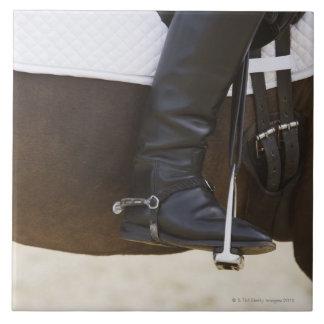 馬の女性の馬場馬術のライダーの詳細 タイル