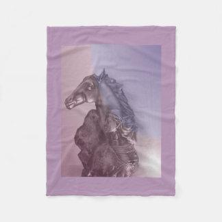 馬の女性-ネイティブアメリカン フリースブランケット
