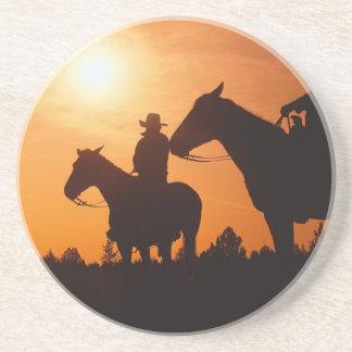 馬の背の砂岩コースターのカウボーイ コースター