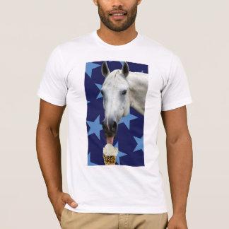馬の食べ物のアイスクリームのTシャツ Tシャツ