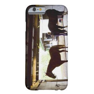 馬を守っている成長した女性 BARELY THERE iPhone 6 ケース