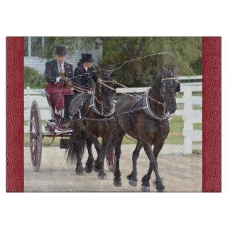 馬ショーを運転するクルミの丘キャリッジ カッティングボード