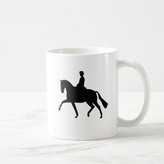 馬場馬術の馬およびライダーのマグ コーヒーマグカップ