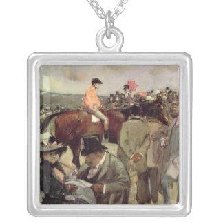 馬競争、c.1890 シルバープレートネックレス