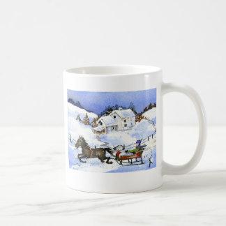 馬、そりおよび雪が付いているマグ、 コーヒーマグカップ