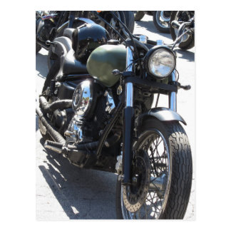 駐車場のモーターバイク。 アウトドアのライフスタイル ポストカード