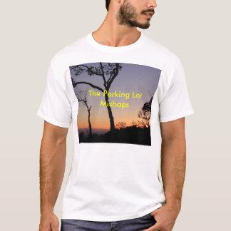 駐車場の災難のTシャツ Tシャツ