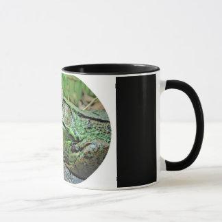 驚異のカエルのマグ マグカップ