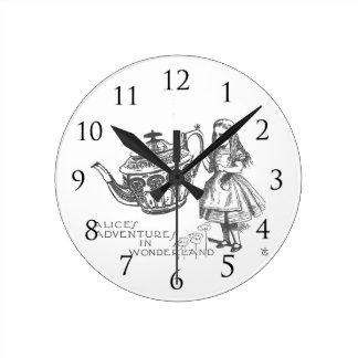 驚異の土地のアリス ラウンド壁時計