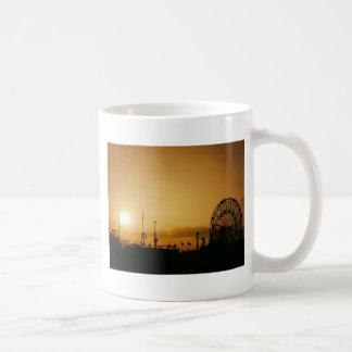 驚異の車輪のコニーアイランドの日没 コーヒーマグカップ
