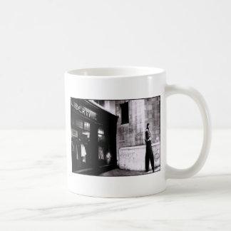 驚異 コーヒーマグカップ