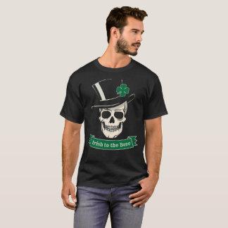 骨のスカルへのおもしろいなセントパトリックの日のアイルランド語 Tシャツ