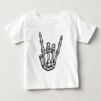 骨の多い石手 ベビーTシャツ