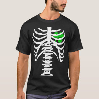 骨のTシャツを持つ胸部レントゲンのアイルランドのシャムロック Tシャツ