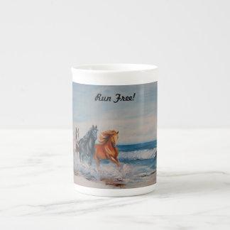 骨灰磁器のマグ、波の馬 ボーンチャイナカップ