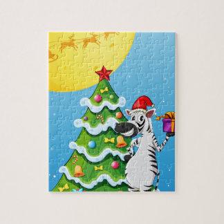 高いクリスマスツリーの側のシマウマ ジグソーパズル