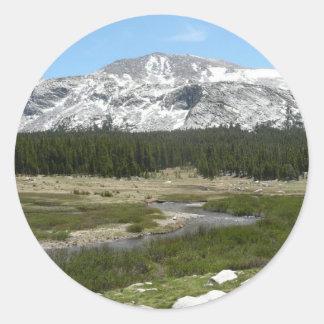 高い国山の流れIヨセミテ公園 ラウンドシール