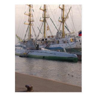 高い船Mirおよび潜水艦 ポストカード