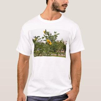 高く上がる美しいヒマワリ Tシャツ