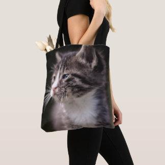 高く立っている子ネコ トートバッグ