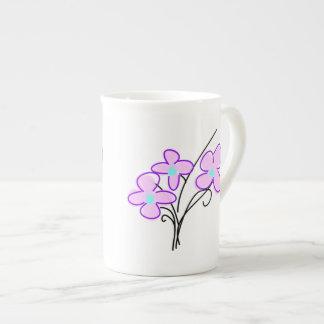 高く細い骨灰磁器の敏感なピンクの花束の茶マグ ボーンチャイナカップ