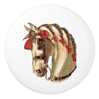 鬣の赤いリボンを持つ美しい白馬 セラミックノブ