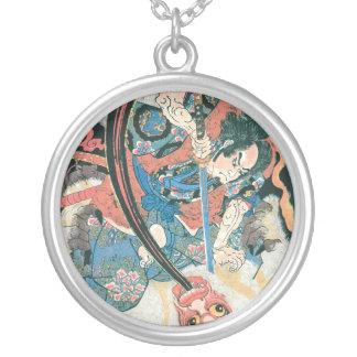 鬼、古代日本のな絵画を殺している武士 シルバープレートネックレス