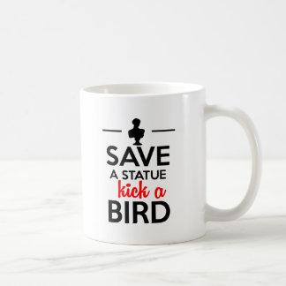 魅力-彫像の蹴りを鳥救って下さい コーヒーマグカップ