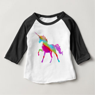 魔法のきらめく虹の意気揚々と歩くユニコーン ベビーTシャツ