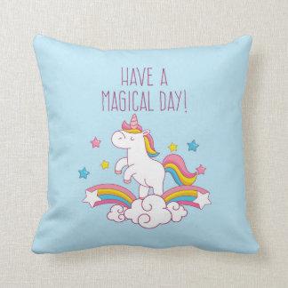 魔法日の虹のユニコーンの装飾用クッション クッション