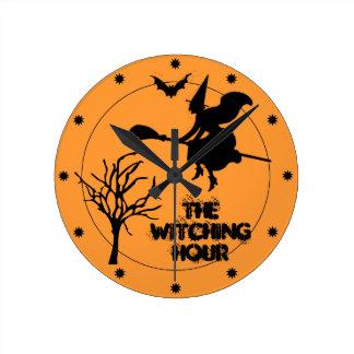 魔法時間のハロウィンの死んだ木の魔法使いおよびこうもり ラウンド壁時計