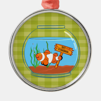 魚で眠っている幸せなピエロの魚はボーリングをします メタルオーナメント