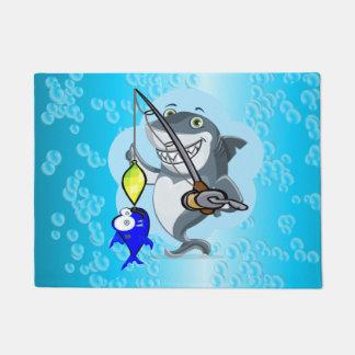 魚の漫画を採取している鮫 ドアマット