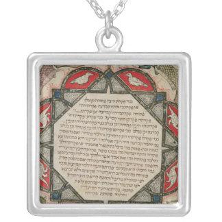魚を描写するヘブライ語聖書からのページ シルバープレートネックレス