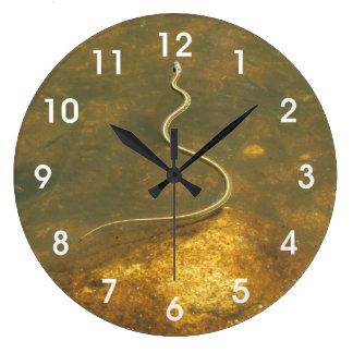 魚釣りのガーター・ヘビ ラージ壁時計