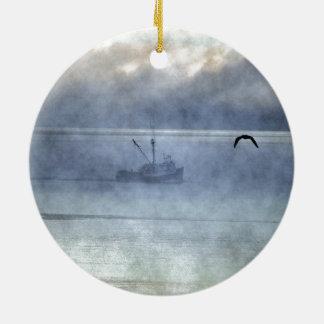 魚釣りのトロール船のノバスコシアの漁師 セラミックオーナメント