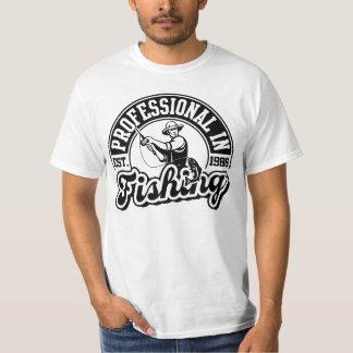 魚釣りのプロフェッショナル Tシャツ