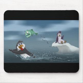 """""""魚""""はペンギンw/Background行きます マウスパッド"""