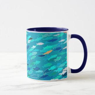 魚、青、白、ターコイズの学校 マグカップ